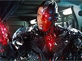 Ray Fisher mất vai siêu anh hùng trong vũ trụ DC