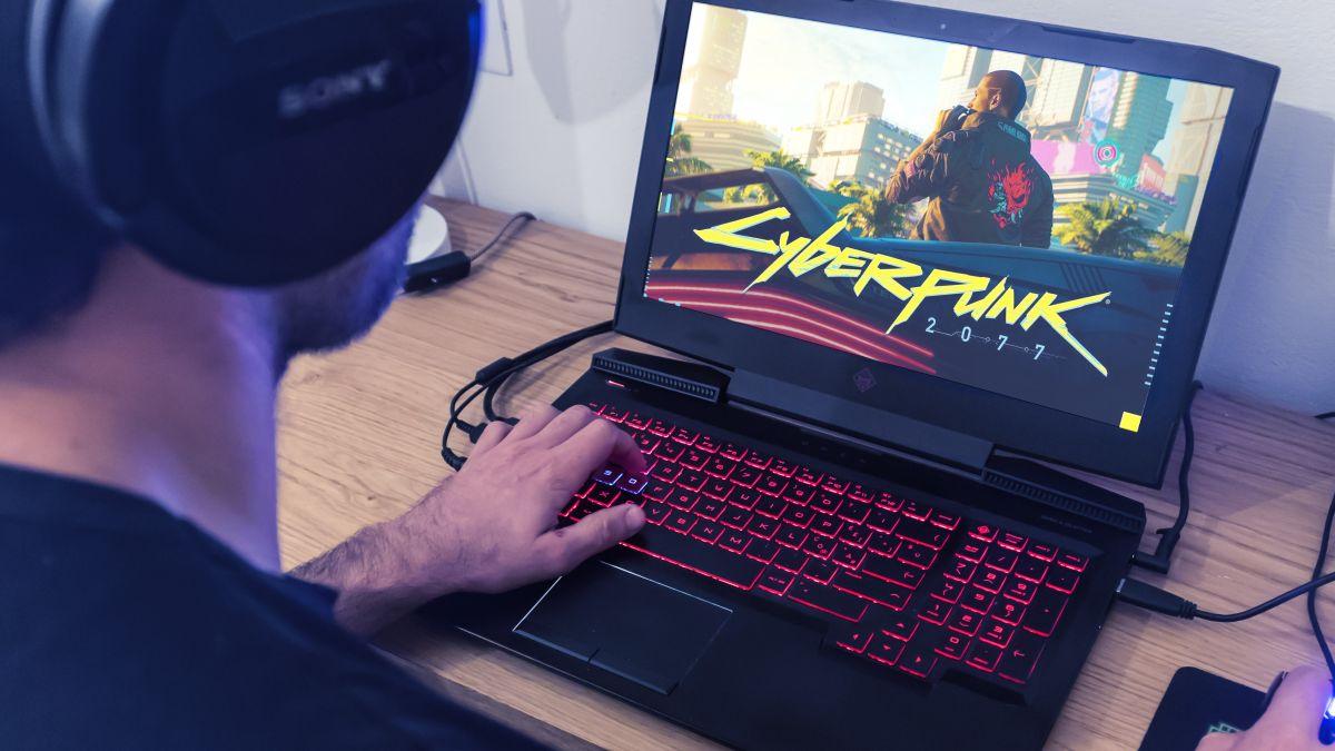 nên sử dụng laptop chuyên dụng