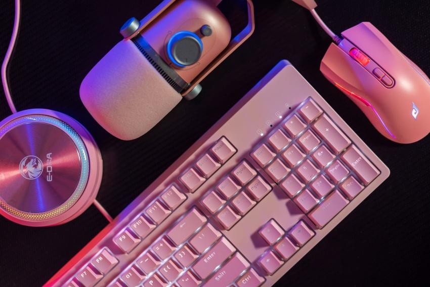 E-Dra X Thronmax giới thiệu set hồng vinh danh nữ game thủ nhân dịp 20/10